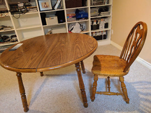 Dining table with leaf and 4 chairs pick up today 100.