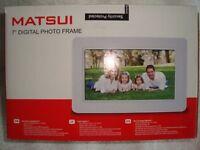 "Matsui 7"" digital photo frame"