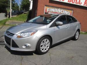 2012 Ford Focus SE, Automatic, Low Kilometers