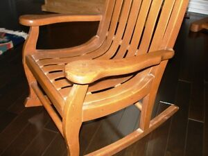 Very beautiful ANTIQUE Bentwood CHILD'S ROCKING CHAIR solid wood Cambridge Kitchener Area image 3