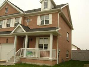 **NIAGARA ON THE GREEN** 3 Bedroom Semi!!