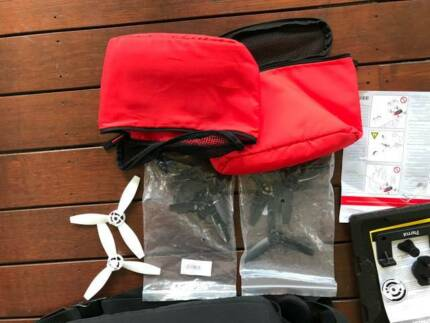 Parrot BeBop 2 full kit with sky controller,  carry bag and acces