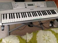 YAMAHA E303 Electric Keyboard