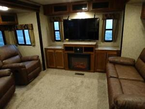 Couples 3-slide Travel Trailer with Rear Living Room Kitchener / Waterloo Kitchener Area image 8