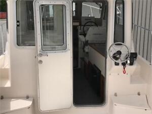 World Class Pilothouse - 26 Long Cabin w/ Twin 200 Mercury V6