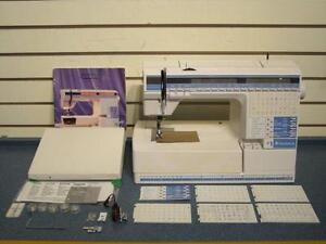 HUSQVARNA, MACHINE A COUDRE AVEC ACCESSOIRES -- 258942