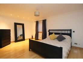 Luxury large master double bedroom, Ensuite, Steamroom, great location, near main line train station