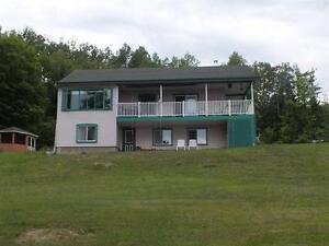 N-Dame-de Pontmain- bord de l'eau, maison et terrain 3.5 acres