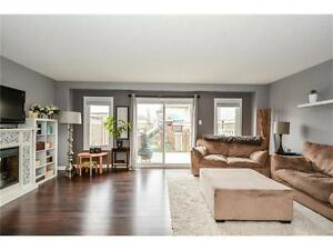 Stunning Freehold Townhouse in Laurentian Hills!