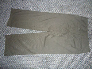 Ladies size 12 winter weight midnight navy DRESS PANTS Kingston Kingston Area image 3