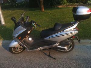 Maxi scooter Sym 250cc à vendre, prêt à rouler