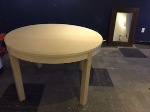 Extendable round (oval) table 4-6 people