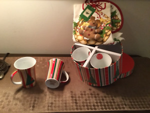 Christmas cups and towel  by Maxwell Williams Brand New -$10