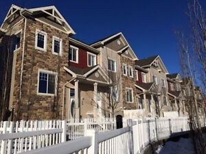 EXECUTIVE FURNISHED 3 BED TOWNHOME - HAMPTONS/WEST AVAIL NOV 1ST