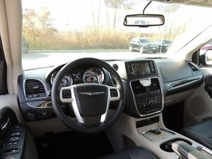 2016 Chrysler Town & Country Touring-L Windsor Region Ontario image 6