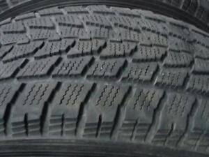 4 pneus d'hiver 215/70/16 Toyo Observe G02 Plus