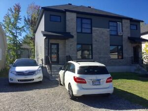 3 bedroom Semi detached for rent immediate occupancy