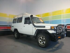 1999 Toyota Landcruiser HZJ78R (4x4) 11 Seat White 5 Speed Manual 4x4 TroopCarrier Wangara Wanneroo Area Preview