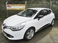 Renault Clio 0.9 Dynamique MediaNav TCE 90 5DR Energy (white) 2014