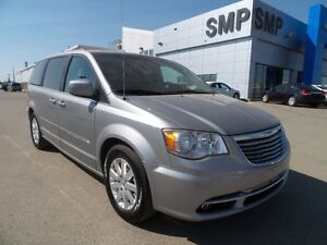 2015 Chrysler Town & Country Touring, Bluetooth, back up camera,