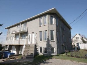 Beau et spacieux 4 1/2 style condo coin St-Charles.