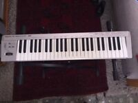 Roland ED PC-300 USB MIDI Keyboard Controller with Stand