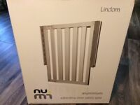 Lindam Numi Aluminium Extending Child Safety Gate.