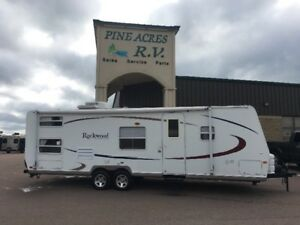 2005 ROCKWOOD 2601 WITH BUNKS