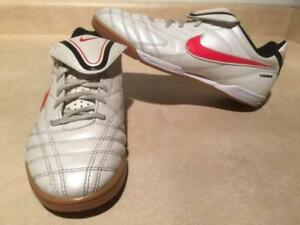 de39f70502b Youth Size 5.5 Y Nike Tiempo Indoor Soccer Shoes