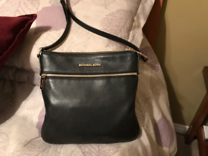 Michael Kors Crossbody leather Purse - GREAT DEAL !!