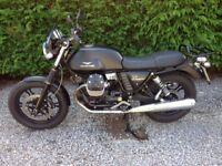Moto Guzzi V7 Stone- Matt black