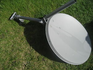 Satellite dish 25x27 inches. Include mounting stand. Lnbf not in