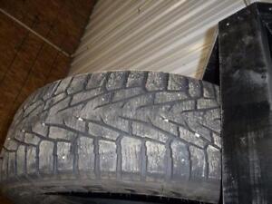 2 pneus d'hiver 245/65/17 Nokian Hakkapeliitta 7 SUV