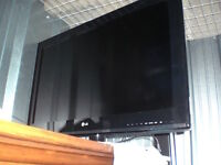 For Sale: 32 INCH TV   LCD HDTV   PICTURE WIZARD   INTELLIGENT S