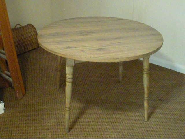 Circular table, Dinette, sturdy with 4 legs