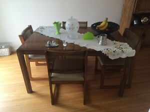 DINNING/KITCHEN TABLE CHAIRS CHINA CABINET