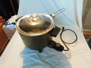 Fryer, Poacher, Steamers//Rice Cooker for sale 4 items