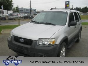 2005 Ford Escape 4WD Leather-sunroof!