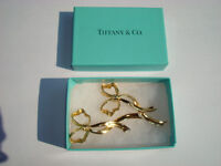 A FINE PAIR OF TIFFANY 18 CARAT GOLD EARRINGS