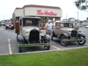 Ford 1 ton truck et Ford  1928 Model A sport coupe
