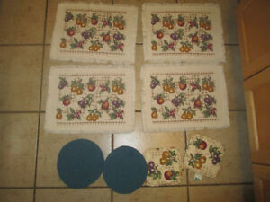 4 black placemats in excellent condition and others Kitchener / Waterloo Kitchener Area image 2