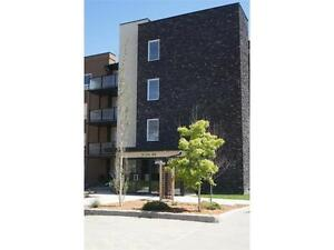 STUNNING 2 BED 2 BATH CONDO AURORA ESTATES, UPDATED THROUGHOUT!