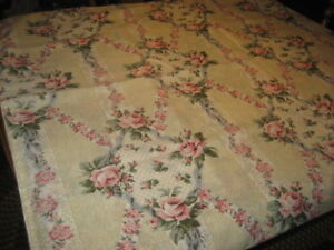 PRETTY SINGLE SIZE VICTORIAN ROSE DUVET SET,  GREAT SHAPE.
