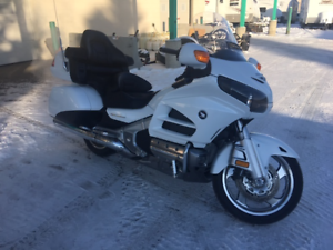 2015 HONDA GOLDWING 1800CC, NAVIGATION AND ONLY 4700 KMS!!