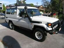 2006 Toyota Landcruiser HZJ78R (4x4) 11 Seat White 5 Speed Manual 4x4 TroopCarrier Kingsgrove Canterbury Area Preview