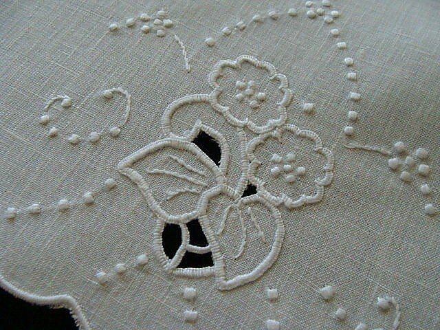 FAB Vtg MADEIRA White Linen Guest Towel Unused Hand Embroidered PRISTINE