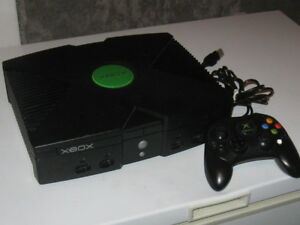 XBOX ORIGINAL SYSTEM with controller, over 1000games on it