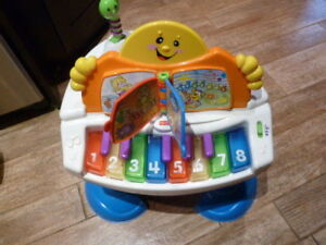 LIKE NEW! Fisher Price® Laugh & Learn™ Baby Grand Piano