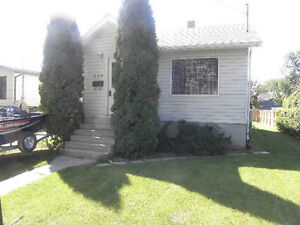 House for Rent in Yorkton available July 1