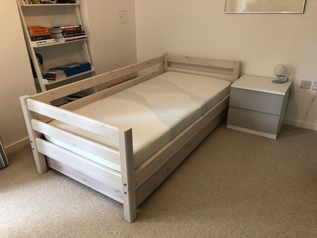 Single Twin Pull Out Flexa Bed In Cambridge